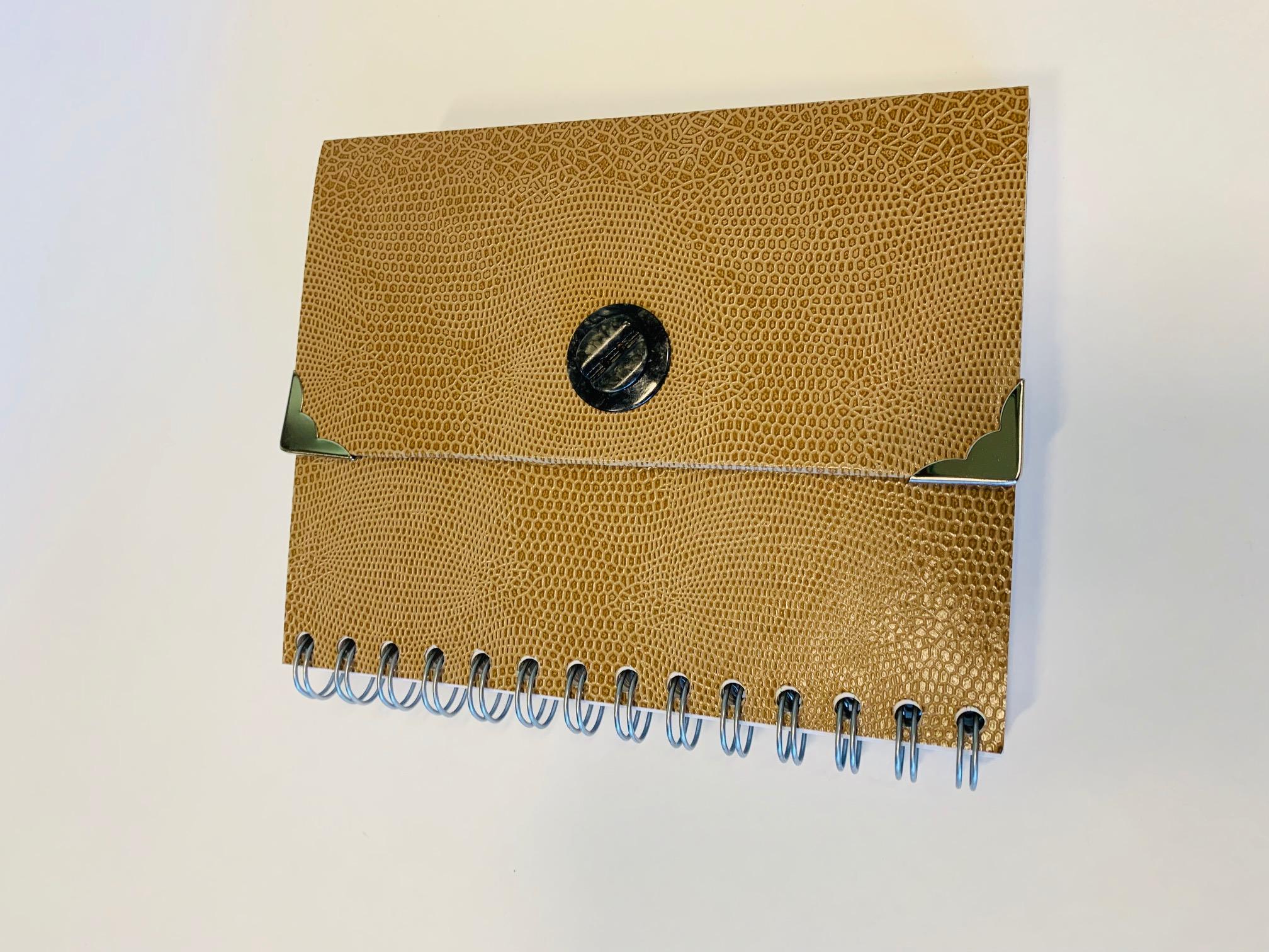 Notizbuch im Handtaschendesign cognacfarben